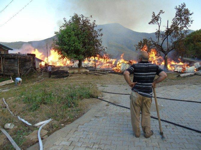 Madde bağımlısı genç kendi evini kundakladı, yanan evlere yangın söndürme helikopteri de müdahale etti