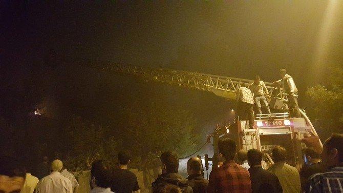 Tatvan'da çıkan yangın evi küle çevirdi