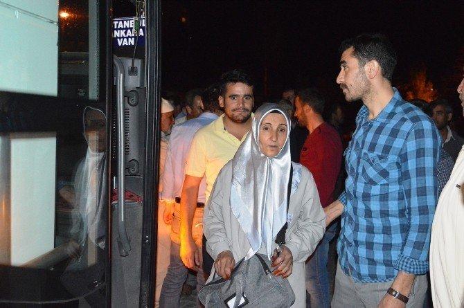 Bitlis'te son hacı kafilesi salavatlarla uğurlandı