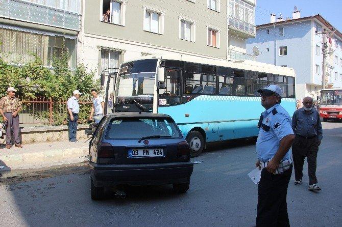 Otomobil ile özel halk otobüsü çarpıştı: 10 yaralı