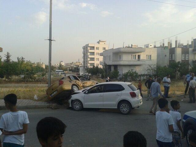 Adıyaman'da iki otomobil çarpıştı