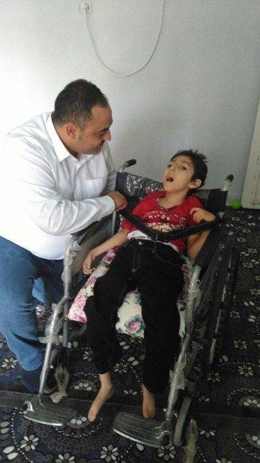 Diyarbakır'da 200 engelliye tekerlekli sandalye dağıtıldı