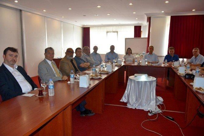 Rektör Bilgiç vakıf üyeleri ile buluştu