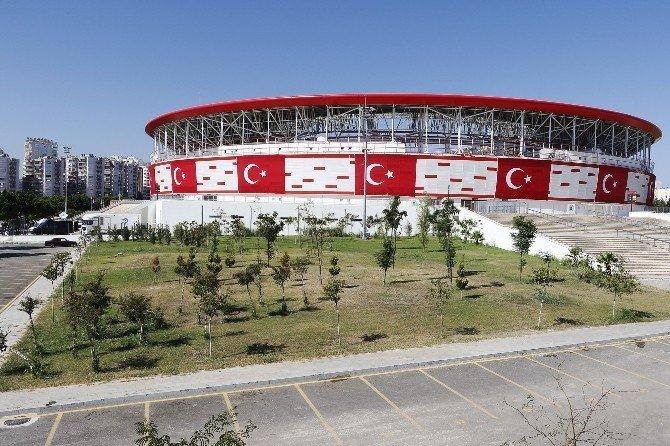 Antalya Stadyumu'nda hazırlıklar tamam