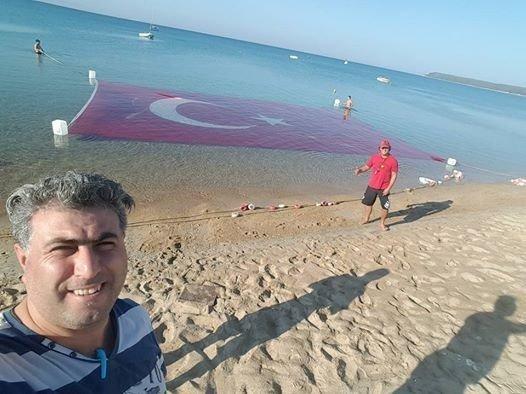 Deniz altında dev Türk bayrağı