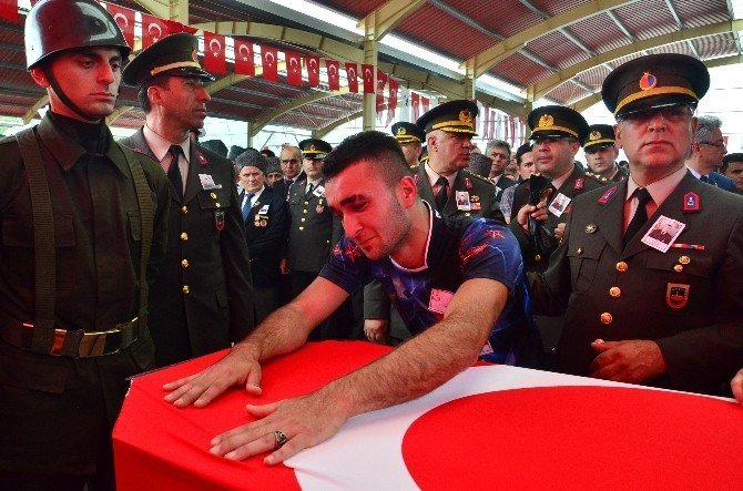Zonguldak şehit Uzman Onbaşı Kerim Keçeci'ye ağlıyor