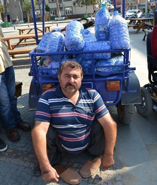 Engelli vatandaştan engelliler derneğine mavi kapak