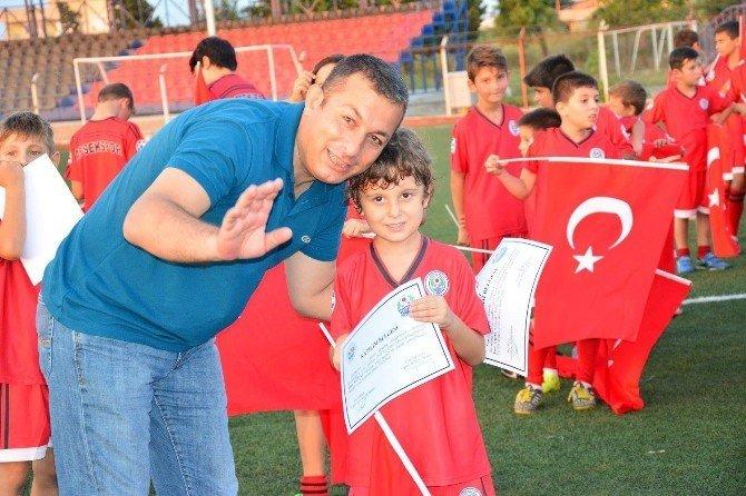 Lapsekispor yaz futbol okulu sona erdi