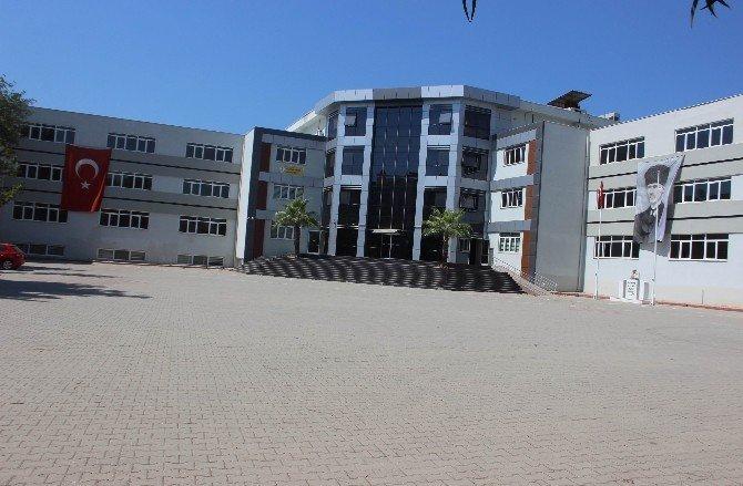 Operasyonlarda kapatılan okullara yeni tabelaları asıldı