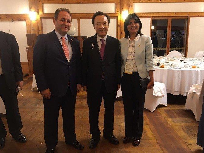 Türk milletvekili, Güney Kore'de Avrupa'yı sözünü tutmamakla suçladı