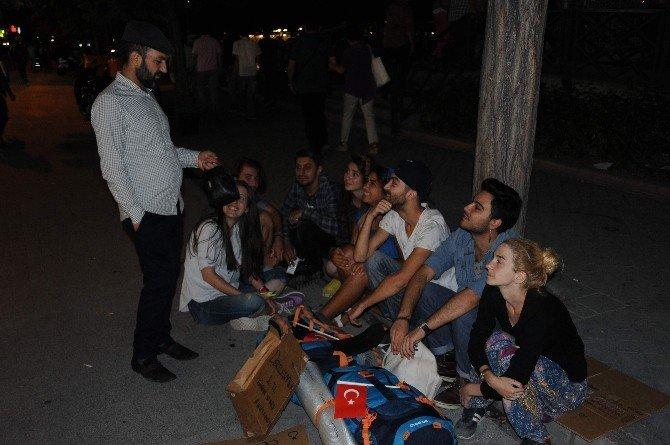 Türkiye'yi dolaşıp 1 lirayla dert dinliyorlar