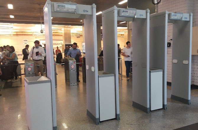 Atatürk Havalimanı metro girişinde X-ray dönemi