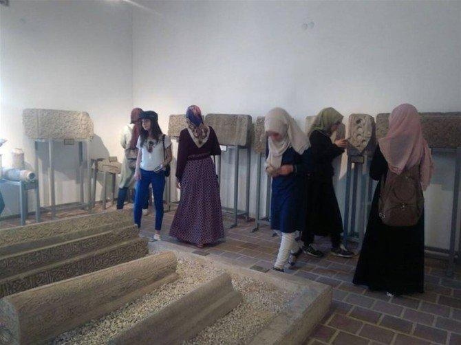 Bartınlı gençler Konya'yı gezdi