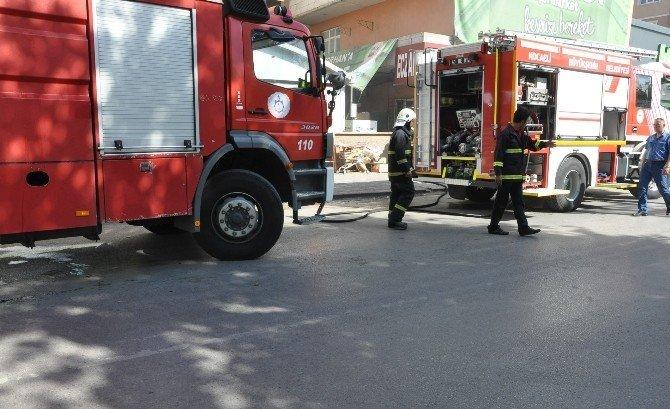 Hastanenin yanında çıkan yangın paniğe sebep oldu