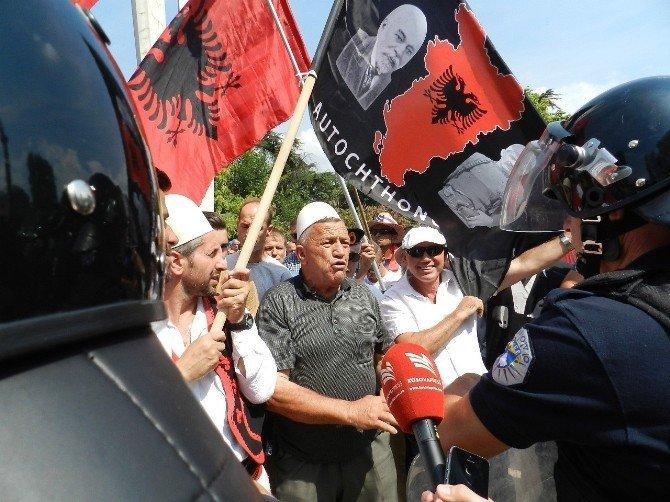 Kosova ile Karadağ Sınır Anlaşması'na protesto engeli