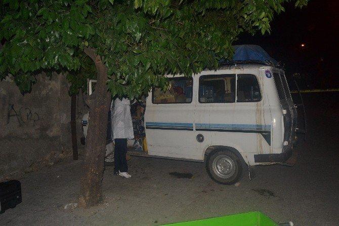 Pazarcı minibüsünde ölü bulundu
