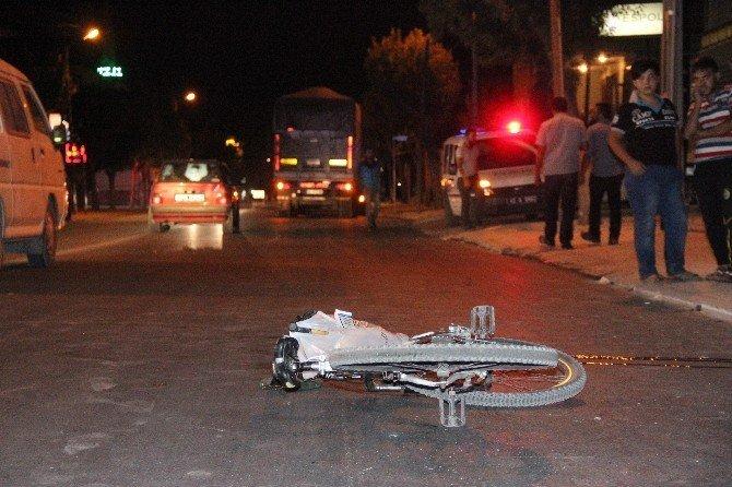 TIR'ın çarptığı bisikletli hayatını kaybetti