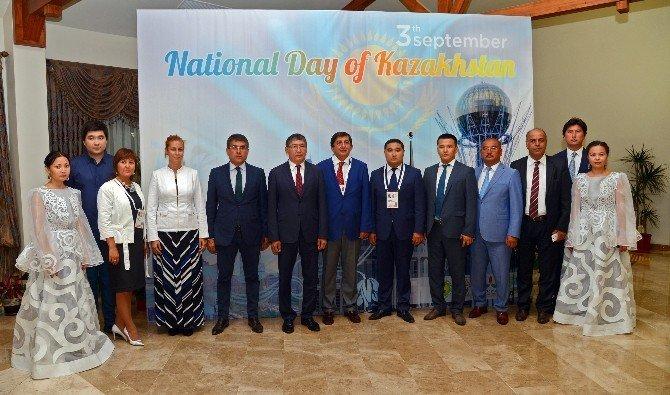 Kazakistan milli günü EXPO 2016'da kutlandı