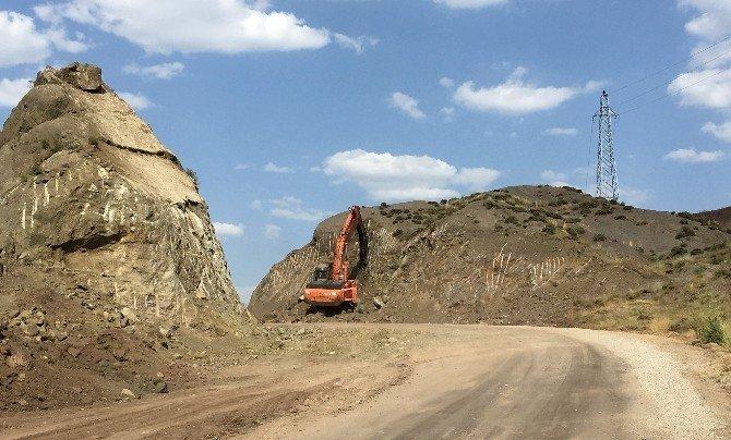 Büyükşehir kırsalda güvenli bir ulaşım için yol yapıyor