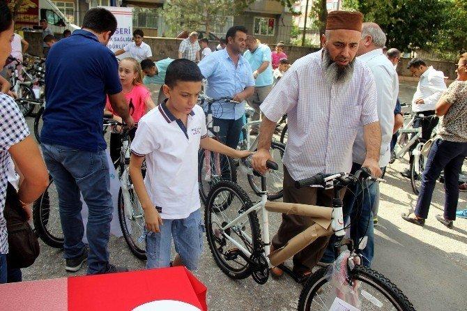 Şehit ve gazi çocuklarına 125 adet bisiklet dağıtıldı