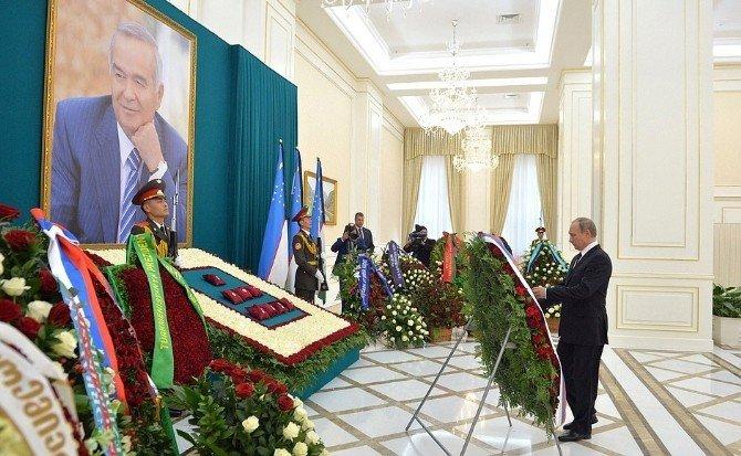 Putin, Özbekistan Devlet Başkanı Kerimov'un mezarını ziyaret etti