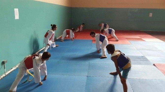 Yaz Spor Okulları tekvando branşında kuşak sınavı