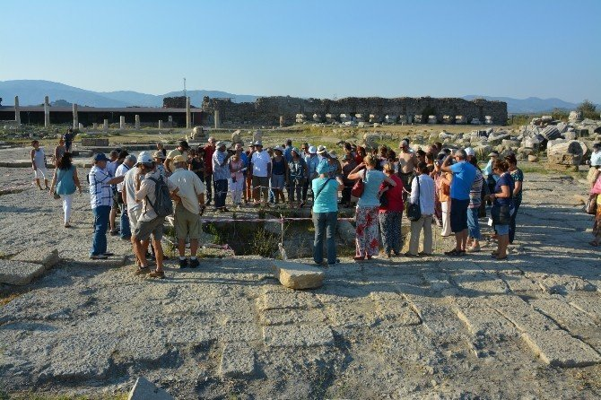 Magnesia Antik Kenti kazılarında 33 yıl geride kaldı