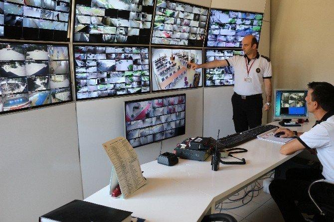 Rektör Orbay'dan güvenlikçilere 'tatlı dil' uyarısı