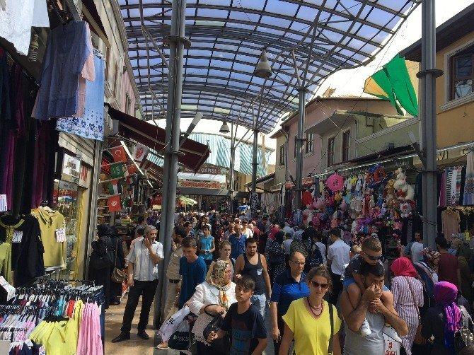 Bursalılar bayram alışverişi için çarşıya akın etti