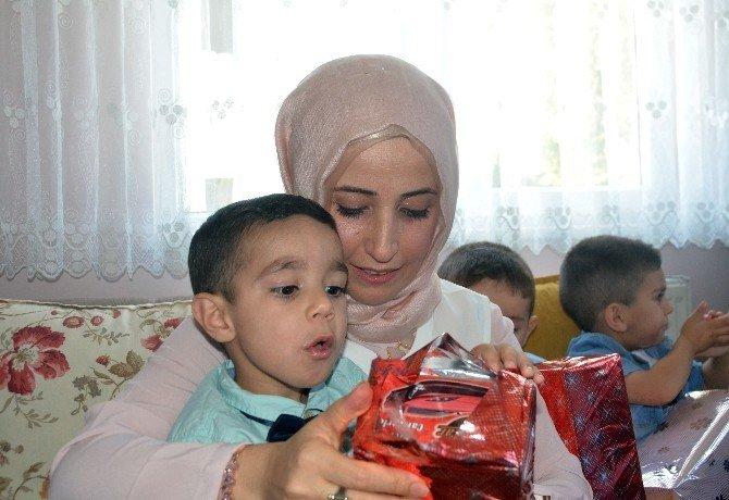 Bakan Tüfenkci'nin eşi Esra Tüfenkci yaşlıları ve çocukları ziyaret etti