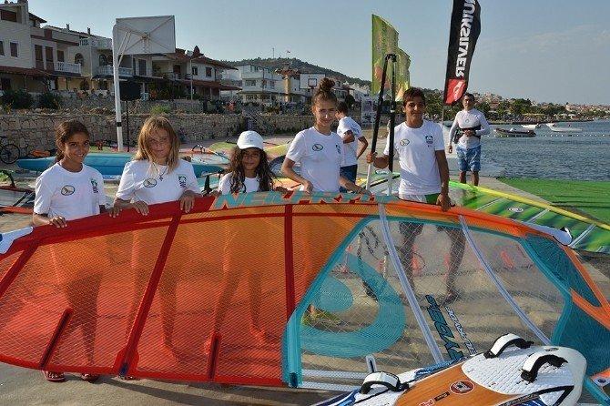 Rüzgarın çocukları Yeni Foça'da esti