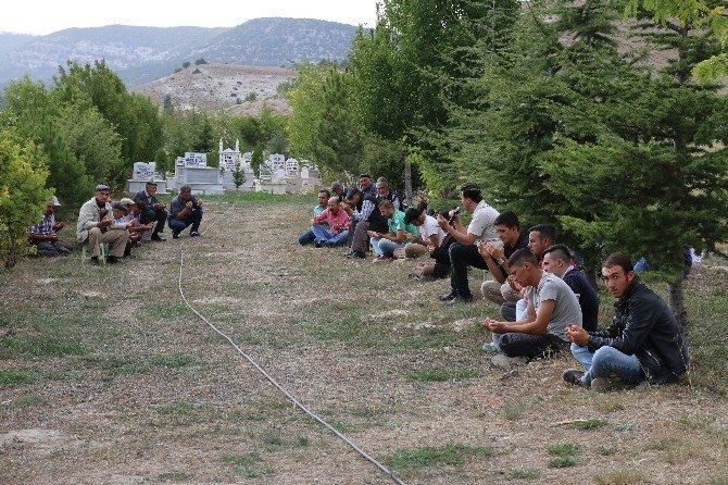 Seyitgazililerden Arefe Günü'nde kabir ziyareti