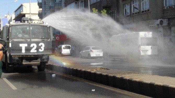 Sur'a 'kayyum' atanmasını protesto eden gruba müdahale