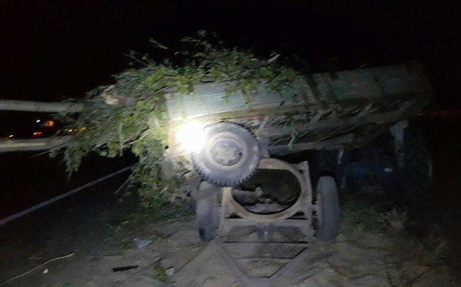 TIR traktöre çarptı: 1 ölü, 1 yaralı
