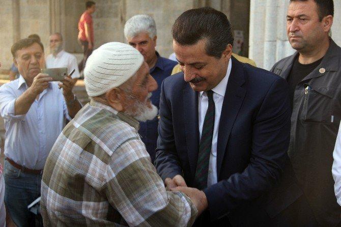 Bakan Çelik, bayram namazını Bursa'da kıldı