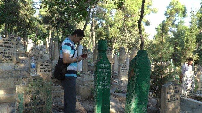 Mezarlıklarda bu bayramda da hüzün vardı