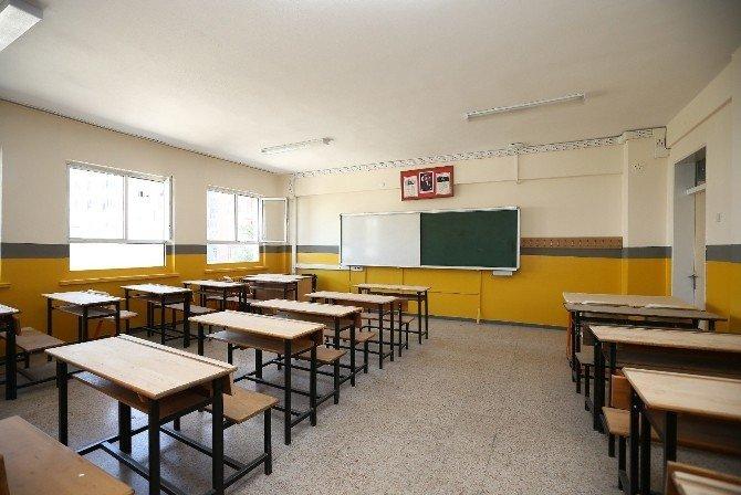Belediye el verdi, okullar pırıl pırıl oldu