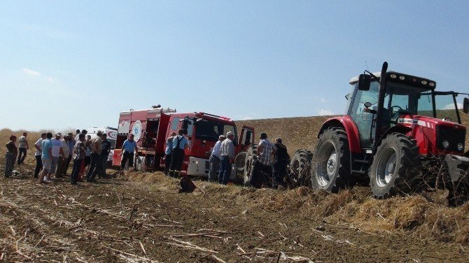 Devrilen traktörün altından 4 saat sonra kurtarıldı