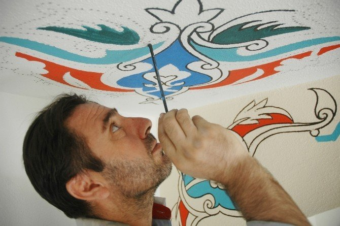 İranlı çift ülkelerinde öğrendikleri tezhip sanatını Van'da yaşatıyor