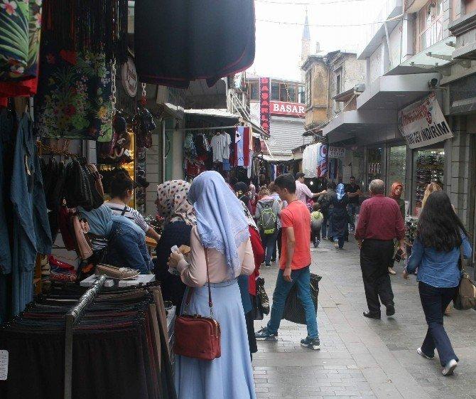 Trabzon'da çarşı pazarda okul hareketliliği
