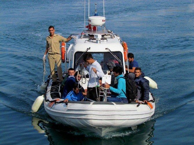 Çeşme'de 74 sığınmacı yakalandı