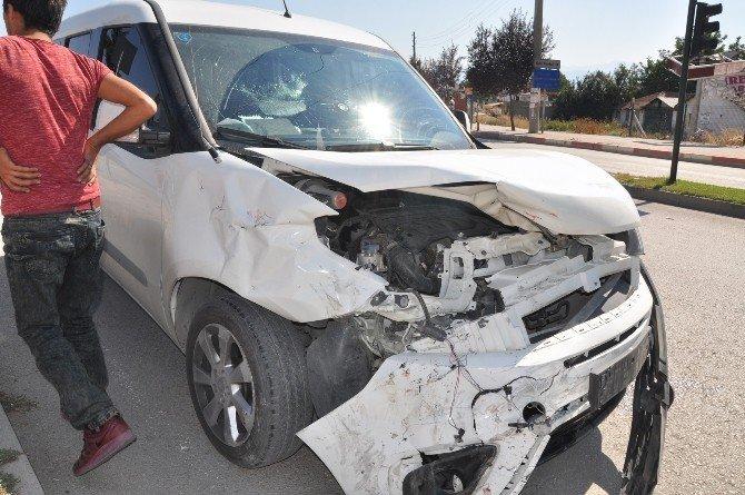 Polis otosu kaza yaptı: 6 yaralı