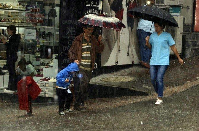 Aniden bastıran yağmur Bandırmalılara zor anlar yaşattı