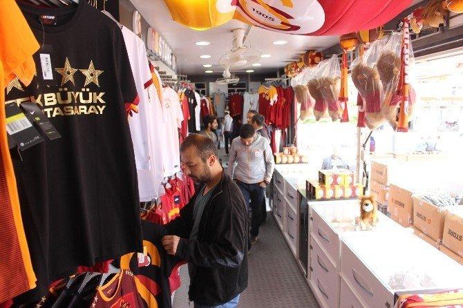 Galatasaray Gezici Mağazası ilgi görüyor