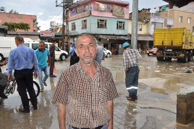 Reyhanlı'da aşırı yağış ev ve iş yerlerini sular altında bıraktı