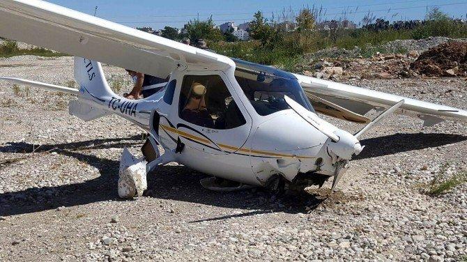 Antalya'da ultralight tipi uçak zorunlu iniş yaptı