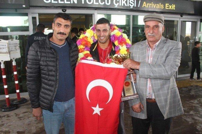 Ağrılı Ömer Çeçen Türkiye şampiyonu oldu