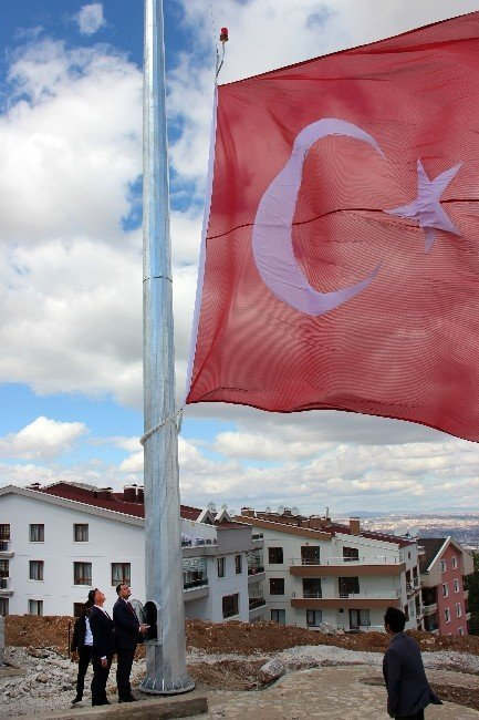 Çankaya'nın tepesine dev Türk bayrağı