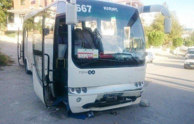 Halk otobüsü park halindeki otomobili hurdaya çevirdi: 1 yaralı