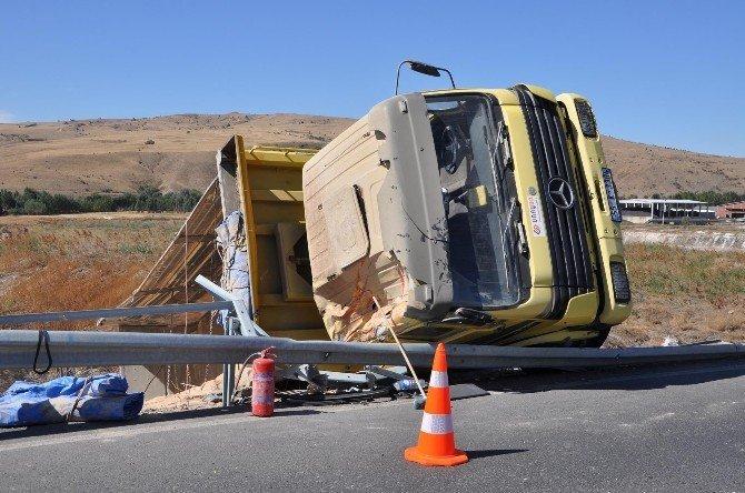 Sorgun'da iki ayrı trafik kazasında 4 kişi yaralandı